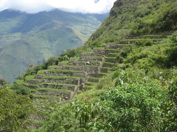 Terrazas incas distintivos en Choquequirao, que son una reminiscencia de sitio de la hermana de Machu Picchu