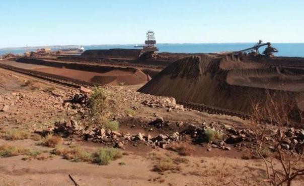 Una mina de mineral de hierro en Dampier, Australia Occidental.
