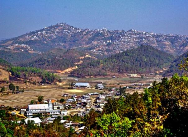 Mizoram paisaje es principalmente de colinas ondulantes con los principales valles.  La mayoría de los pueblos y la ciudad se encuentran en laderas de las colinas.