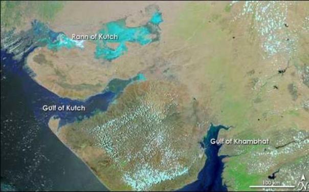 Mapa que muestra Inundación en Gujarat, 18 de junio de 2005. El Golfo de Khambhat está a la derecha.