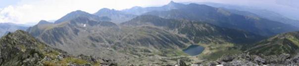 """Las montañas de Retezat visto desde lo alto de uno de ellos (Varfu Mare, """"The Big Peak"""")."""