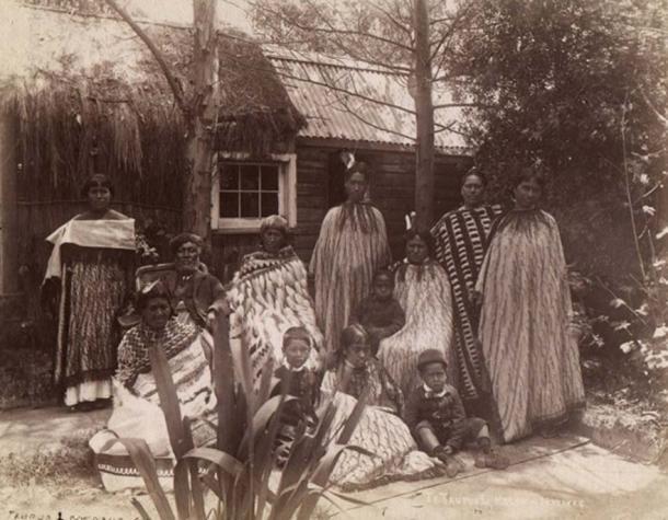 Māori whānau di Rotorua negli anni 1880.