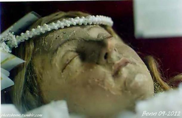 Detail of Santa Inocencia's face.