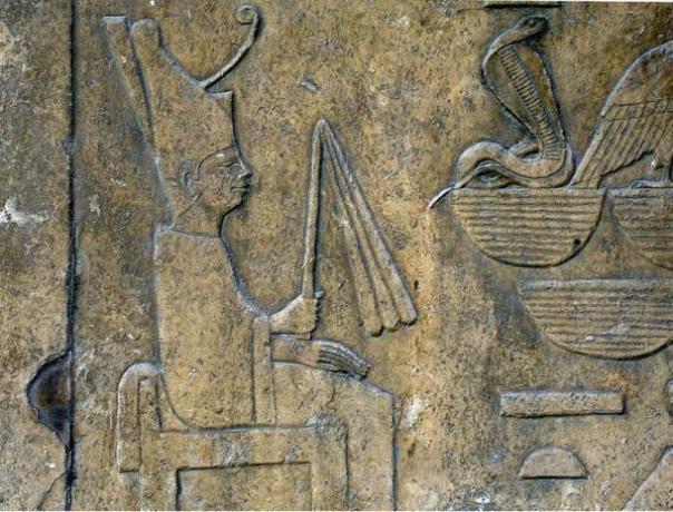 Detalle de un relieve que muestra Snefru usando el manto blanco de la Sed-festival, de su templo funerario de Dahshur y ahora en exhibición en el Museo Egipcio.