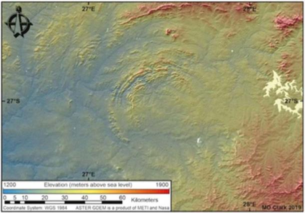 Alcuni dei bordi multipli del Cratere di Vredefort si sono sgretolati, ma dallo spazio, ciò che è rimasto è chiaro. (Dr. Matthew Huber / Università dello Stato libero)