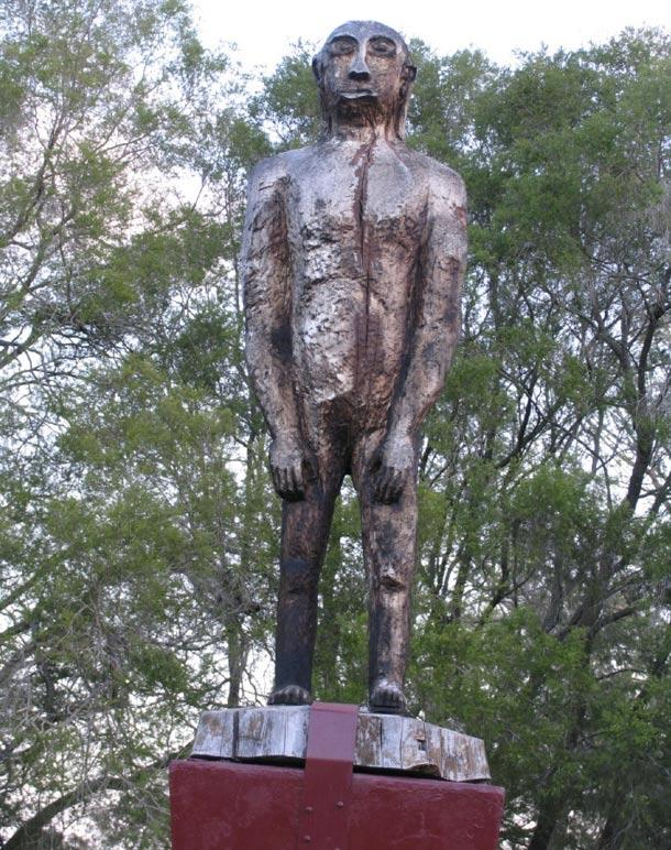 Statua di un Yowie, Kilcoy, Queensland, Australia