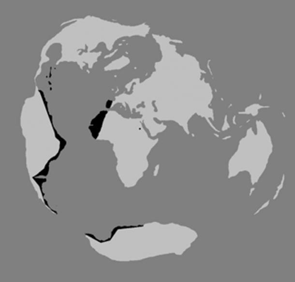 La proiezione Piri Reis del 1513 è solo un frammento della mappa segreta che Colombo avrebbe potuto possedere.  Se la mappa perduta di viene mai trovata, dovrebbe rappresentare l'intero globo usando una proiezione di equidistanza centrata sull'antica città egiziana di Syene.  (Autore fornito)