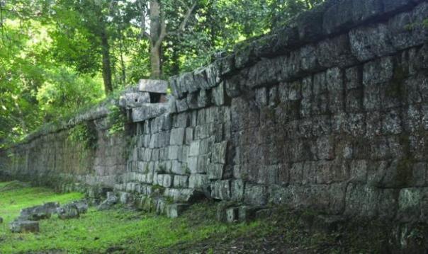 Muro alrededor de complejo de Angkor Wat