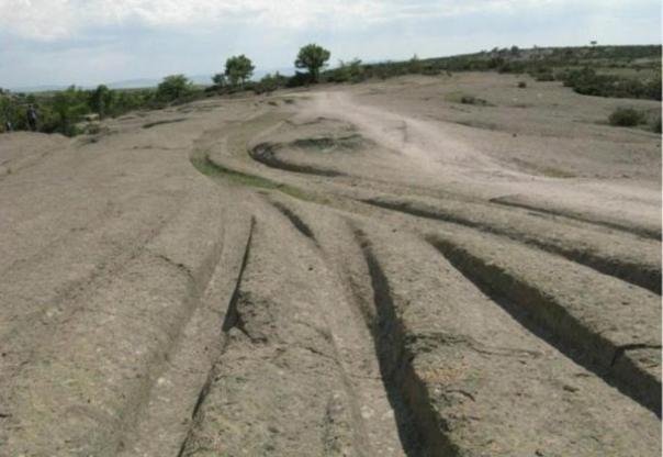 antiguos caminos misteriosos diseccionar el paisaje en el Valle frigio de Turquía. ¿Cuál es la verdad sobre quien hizo estas pistas, y cómo?