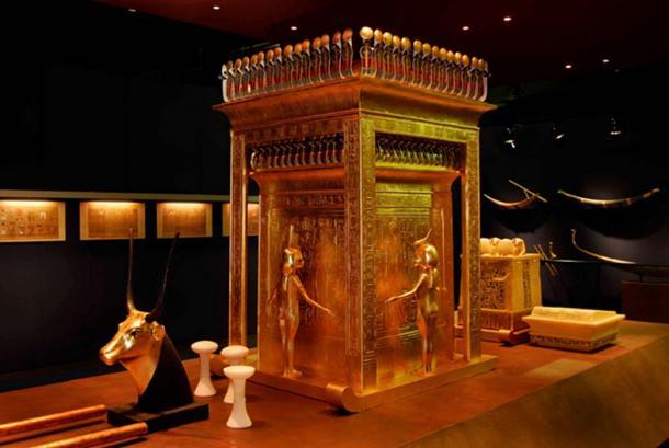 Il santuario Canopo dalla tomba di Tutankhamon.