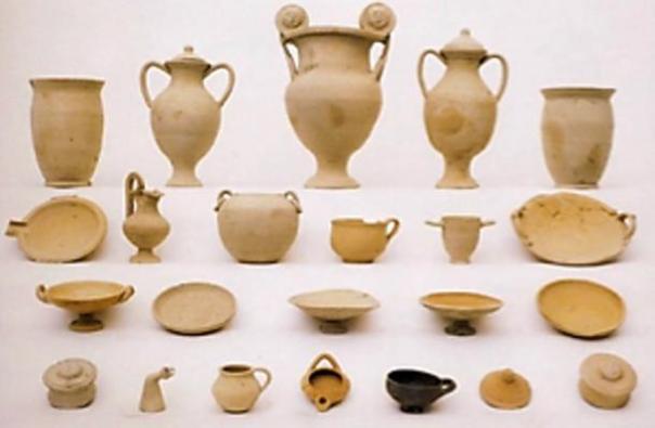 Conjuntos cerámicos genéricos y simbólicos desde principios de siglo antes de Cristo. Tercero