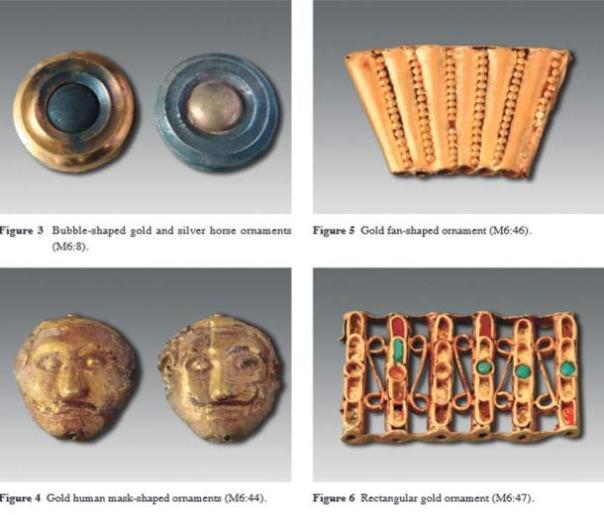 Algunos de los elementos decorativos que se encuentran en la mayor tumba incluyen estos elementos como se describe en la revista Arqueología chino.