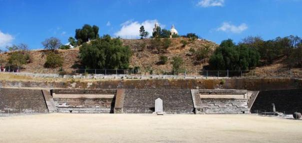 El Patio de los Altares excavado en la Gran Pirámide de Cholula, Puebla, México.