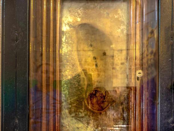 Les empreintes de pas du prophète Mahomet sont une sélection d'artefacts qui peuvent être visités à travers le monde islamique.