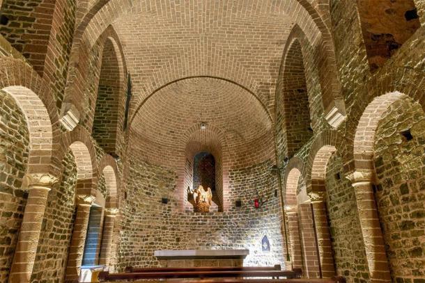 Vue intérieure de la chapelle inférieure de la basilique du Saint-Sang (demerzel21 / Adobe Stock)