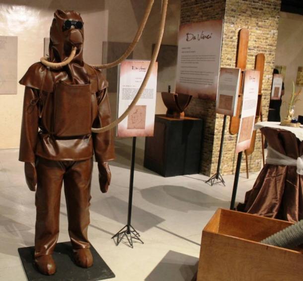 Un modello replica di scafandro di da Vinci