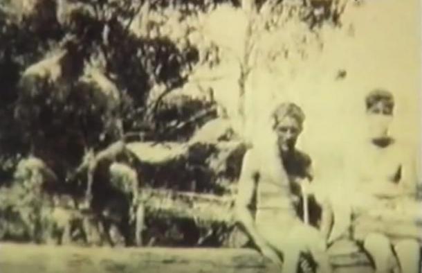 La fotografia scattata misterioso da Rich Jones nel Batlow che alcuni dicono fosse un Yowie (1932)