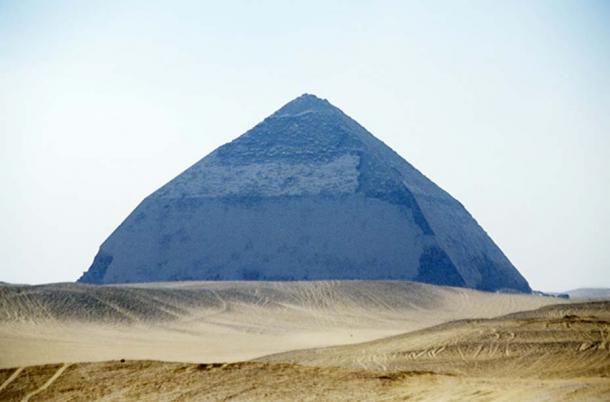 Piramide Bent di Sneferu, Dahshur, Egitto.