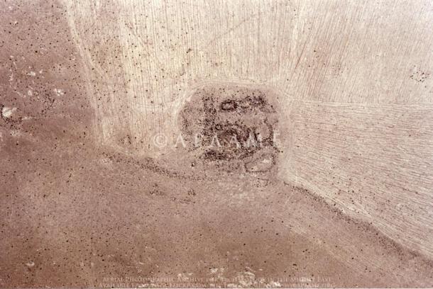I resti di una delle torri situate lungo la parete Khatt Shebib.