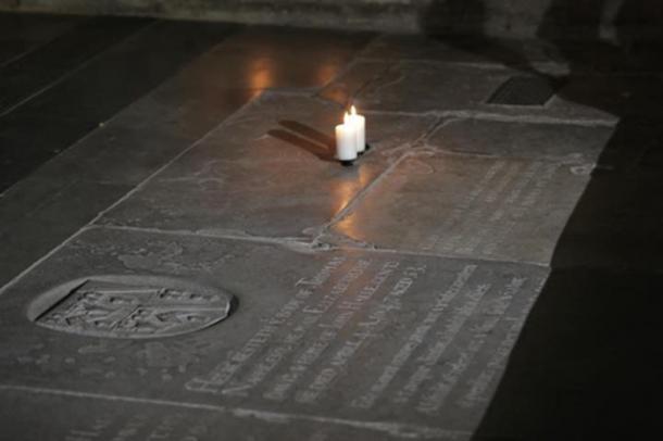 Могила Шекспіра в церкві Святої Трійці.