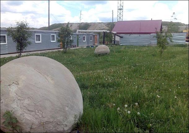 Le sfere di pietra misteriose della Siberia