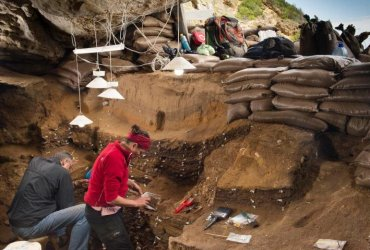 This image shows Blombos Cave, South Africa [Credit: University of Bergen] Read more at: http://archaeologynewsnetwork.blogspot.ca/2016/02/humans-evolved-by-sharing-technology.html#.VrTL9RgrJp- Follow us: @ArchaeoNewsNet on Twitter   groups/thearchaeologynewsnetwork/ on Facebook