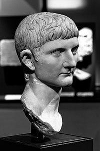 200px-MSR_-_Germanicus_Inv._30010.jpg