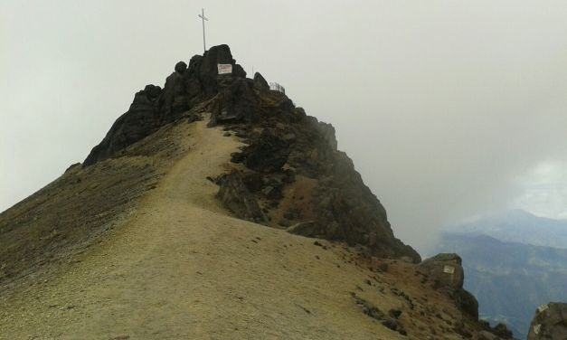 ascent to Guagua Pichincha (4.794 m), along the crater