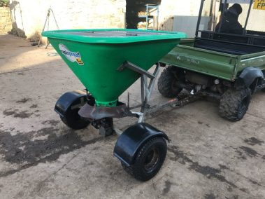 Veltuff Rapispread salt spreader
