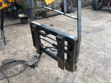Cascade fork positioner attchment