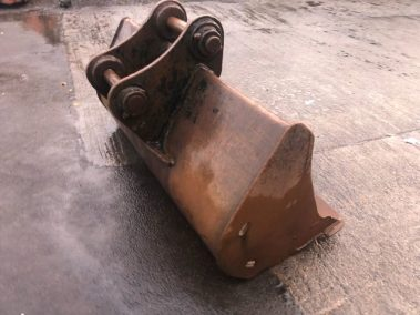 Digger bucket 6 ft . 70 mm pins