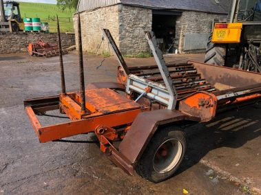 Ritchie self loading bale unroller