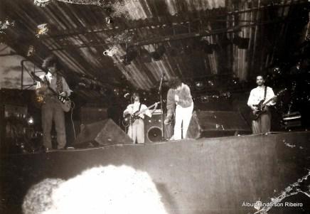 1990 - Tocando baixo com a Urbi Et Orbi no aniversário de Sabará/MG
