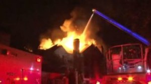 Fire destroys 35 apartments in US' Houston