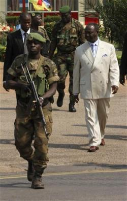 francois bozize demande pouvoir terminer mandat 2016 Guerre en Centrafrique : La France victime de ses propres turpitudes