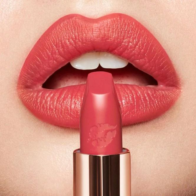 makeup inspo di primavera rossetto corallo Charlotte Tilbury Carina's Star
