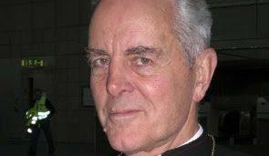 Mons. Williamson nomina un altro avvocato e Fellay minaccia di espellerlo