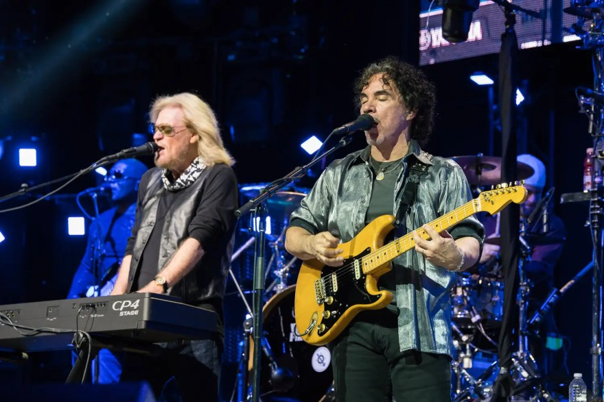 Hall and Oates 2016