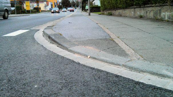 Eidinghausener Straße / Werrestraße Der kleine helle Fleck ist ein 1€-Stück