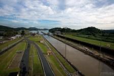 Панамский канал прорыт через самое узкое и низкое место перешейка.