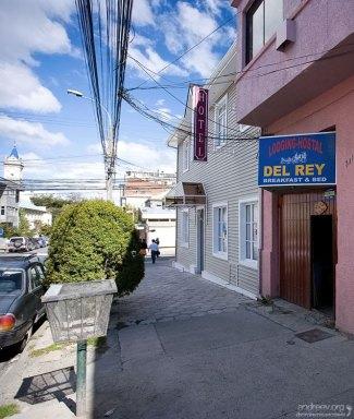 """Вход с улицы в мотель """"Del Rey""""."""