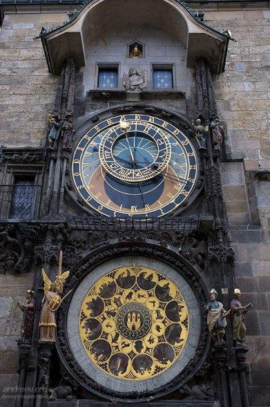 Знаменитые астрономические часы Орлой на Староместской площади.