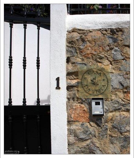 """Вход в гостиницу """"Casa da Vista""""."""