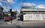 Реклама и граффити на улицах Пунта-Аренаса.