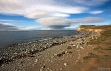 Берег острова, и очень характерные для Чили облака.