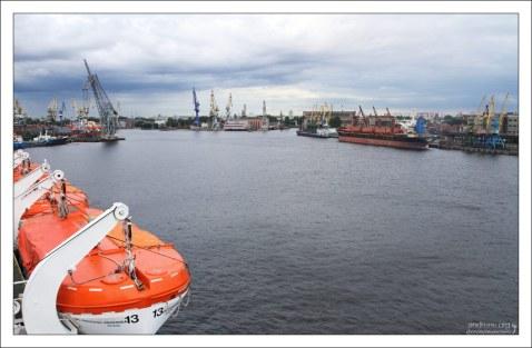 Морской канал предназначен для прохода судов в морской порт Санкт-Петербурга.