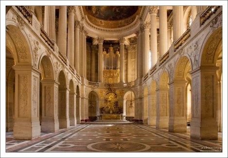 Часовня дворца с мраморным полом.