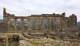 Руины Базилики Волюбилиса. Это было место сбора Сената, оно же - биржа, оно же - трибунал.