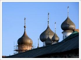 Деревянные купола-луковки.