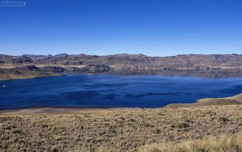 Вулканическое озеро Laguna de Salinas.